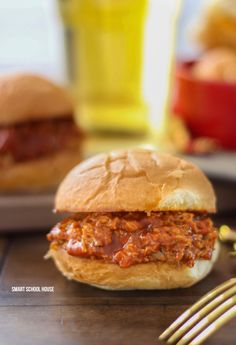 5 Ingredient Slow Cooker Pulled Pork with White Wine- Easy BBQ crock pot recipe that is tender, delicious and everyone always loves it! Slow Cooker Tacos, Slow Cooker Recipes, Crockpot Recipes, Chicken Recipes, Cooking Recipes, Easy Recipes, Slow Cooker Spaghetti, Pizza, Crockpot Dishes