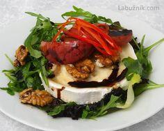 Zapečený kozí sýr na trhaných salátech s glazovaným jablkem a ořechy v medu Sandwiches, Paleo, Beef, Meat, Beach Wrap, Paninis, Steak, Paleo Food
