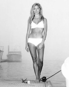 The Best Beach Bodies of All Time: From Marilyn Monroe to Stephanie Seymour – Vogue - Farrah Fawcett Stephanie Seymour, Jane Seymour, Farrah Fawcett, Carrie, Divas, Cheryl Ladd, Candice Bergen, Actrices Hollywood, Ann Margret