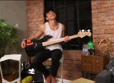 Calum>>> he looks like he's in kindergarten and his teacher praised him in front of the whole class and his parents OMG