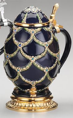 Faberge Egg beer stein! Fabrege Eggs, Faberge Jewelry, Egg Art, Egg Decorating, Oeuvre D'art, Easter Eggs, Antique Jewelry, Glass Art, Perfume Bottles