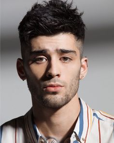 This post feature the best Zayn Malik photo gallery internet have ever seen. We will also know the reason why Zayn Malik left One Direction. Zayn Malik Eyes, Zayn Malik Images, Zayn Mallik, Zayn Malik Hair, Hair And Beard Styles, Short Hair Styles, Mushroom Haircut, Zayn Malik Style, Ex One Direction