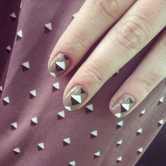 Tip: you can put nail polish on tape & then cut the triangles whit scissors