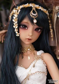 I've never looked seriously at the new Luts dolls, but Arwen is really pretty…and in darker resin, she's stunning!