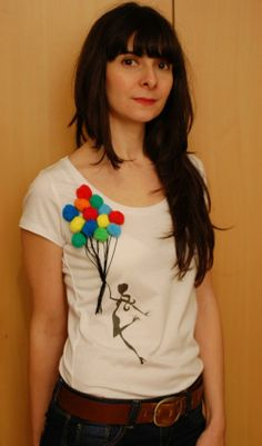 {camiseta customizada} Camiseta com pompons