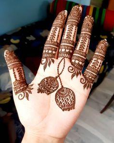 Top Simple Mehndi Designs - Easy-Peasy Yet Beautiful! Mehndi Designs Front Hand, Palm Mehndi Design, Very Simple Mehndi Designs, Henna Tattoo Designs Simple, Legs Mehndi Design, Stylish Mehndi Designs, Mehndi Designs For Beginners, Mehndi Designs For Girls, Mehndi Designs For Fingers