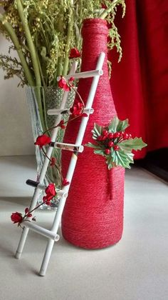 If Christmas is coming and you like DIY crafts, you must try these DIY Christmas crafts decoration bottles ideas. These DIY crafts bottles are very easy, you ju Waste Bottle Craft, Glass Bottle Crafts, Plastic Bottle Crafts, Wine Bottle Art, Painted Wine Bottles, Diy Bottle, Beer Bottle, Diy Home Crafts, Diy Arts And Crafts