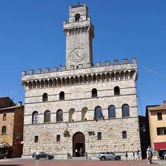 Ragazzi #Montepulciano è meraviglia! Il #calessinoblu ci attende #TheGIRA prosegue ma staccarsi da tanta bellezza è dura! Un ultimo sguardo a Piazza Grande e si riparte... #greatcomeback www.thegira.it #TIM4Expo