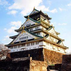 TIM FRANKLIN PHOTOGRAPHY — Rays of #sunshine #beam off the #popular #Osaka... Osaka, Big Ben, Beams, Castles, Sunshine, Popular, Mansions, House Styles, Building