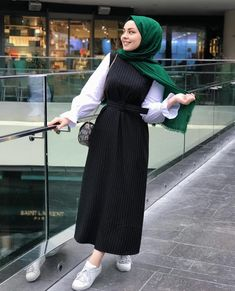 Pin by noor waseem on hijab fashion in 2019 hijab outfit, hijab fas Modern Hijab Fashion, Street Hijab Fashion, Hijab Fashion Inspiration, Abaya Fashion, Muslim Fashion, Modest Fashion, Fashion Dresses, Fashion Muslimah, Hijab Style Dress