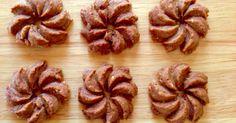 お店やケーキ屋さんで買ったようなおしゃれなクッキーが自宅で簡単に作れます。 ぜひ時短裏技でもっと手軽にクッキーを!