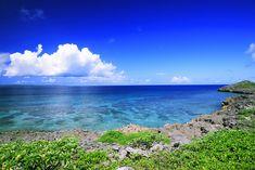 本島から行ける離島ーーー沖縄には、那覇がある沖縄本島以外に、たくさんの離島があります。その中には、キラキラ輝く海の上に架かる橋をさっそうとドライブしてたどり着けるところ。そして、船にちょっと乗...