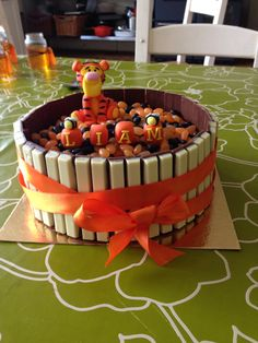 Tigger cake with jelly beans and kit kats , so cute ! But I would use mini Reese's pieces or M&M's instead of Jelly Beans :)