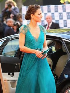 Seriously stunning. Turquoise and Kate Middleton. Two of my favorites!