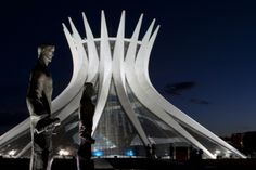Travel Tip: Brasilia is the centre of Brazil's government and judicial system, but many residents and visitors alike check out at weekends to head to the coast – This means that weekends are the cheapest time to book a hotel in Brasilia.