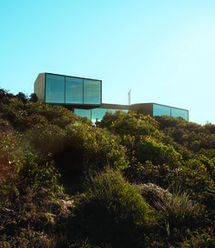 A coastal home designed by Australian architect John Wardle is uniquely tuned in to its residents and to its epic surroundings.