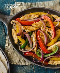 Our Chicken Fajita Skillet is a great choice for a weeknight dinner. The DIANA Marinade Spicy Southwest adds a big kick of flavour and just the right amount of heat to this family favourite. Grilled Chicken Fajitas, Easy Chicken Fajitas, Chicken Fajita Recipe, Chicken Skillet Recipes, Slow Cooker Chicken, Slow Cooker Fajitas, Oven Fajitas, Homemade Fajitas, Easy Skillet Meals
