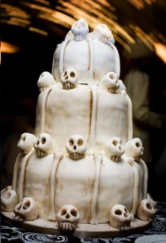 Skeleton skull 3-tier cake