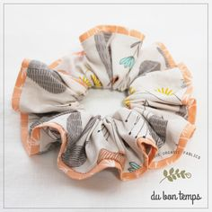 オーガニックコットン100%の生地をふんだんに使用しました ぬくもり溢れるシュシュです。「Fleurs et herbes=お花と野草」柄のシュシュ、お色は&... ハンドメイド、手作り、手仕事品の通販・販売・購入ならCreema。