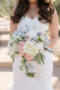 See Why These Ombré Petals Are Giving Us Aisle Envy – Style Me Pretty