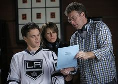 #LAKings Fans, @NHL...Tune in to see Luc Robitaille on the upcoming episode of How I Met Your Mother on Monday, Feb. 4th! Go Kings Go!