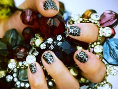 Gorgeous @incoco at-home crackled sparkle nails! #Glitter #Sparkle #Manicure