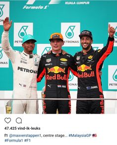 En daar is nummer twee! Max wins the last GP of Malaysia Ricciardo F1, Daniel Ricciardo, F1 2017, Red Bull Racing, F1 Drivers, Ubs, Group Photos, Hot Mess, San Francisco 49ers