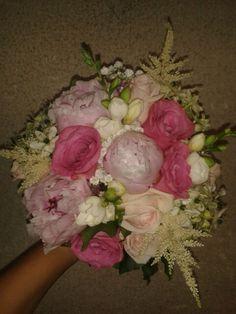 Buchet de mireasa pentru o zana de mireasa.. bujori, frezi, trandafiri,ornitogalum si astilbe...