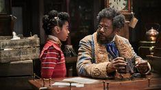 """A Netflix divulgou o trailer de Uma Invenção de Natal, filme que estreia em 13 de novembro na plataforma. A história acompanha o fabricante de brinquedos Jeronicus Jangle (Forest Whitaker), cujas invenções fantásticas são grandiosas. """"Mas quando seu aprendiz de confiança (Keegan-Michael Key) rouba sua mais preciosa criação – uma velha e esquecida peça – cabe a sua neta (Madalen Mills), tão brilhante e criativa quanto ele, ajudá-lo a curar velhas feridas e despertar a magia nova Holiday Movie, Next Holiday, Christmas Movies, Winter Holiday, Frieze London, Michael Key, Hugh Bonneville, Debbie Allen, Phylicia Rashad"""