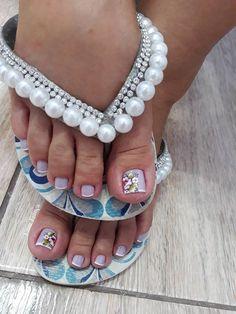 26 Ideias de Unhas Decoradas dos Pés Beautiful Toes, Embroidery Fashion, Nail Designs, Nail Art, Women, Pretty Pedicures, Nail Art Designs, Decorated Flip Flops, Toe Nail Designs