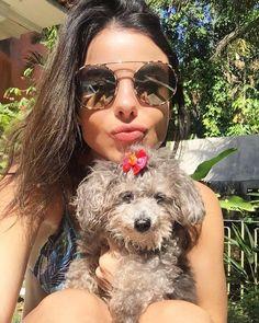 Muito amor pela atriz @sthefanybrito de #Prada , acompanhada da sua peludinha   #oticaswanny