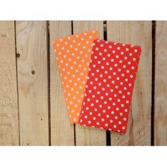 Con estos sobres rojos con estampado de topos tu regalo sera fantástico.