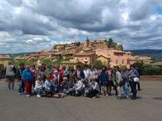 004n- V pozadí červené mestečko Roussillon
