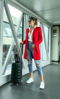Look Blazer Vermelho in 2020 Mode Outfits, Winter Outfits, Summer Outfits, Fashion Outfits, Blazer Fashion, Red Outfits For Women, Red Coat Outfit, Blazer Outfits Casual, Red Dress Outfit Casual