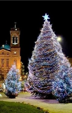 Christmas at Tripoli, Arcadia, Greece Holidays Around The World, Around The Worlds, Winter Christmas, Christmas Time, Christmas In America, Mythological Characters, Country Maps, Wallpaper App, Holy Night