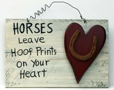 Horses leave Hoof prints on your heart Horseshoe Projects, Barn Wood Projects, Horseshoe Crafts, Horseshoe Art, Horseshoe Ideas, Western Crafts, Country Crafts, Western Decor, Crafts To Do