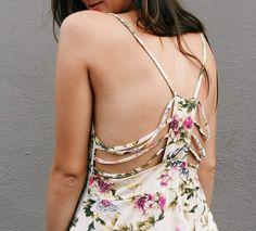 Detalhadamente  #lojaamei #blusa #detalhes #tiras #flores #costas