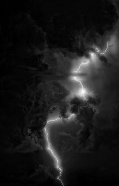 mine Black and White creepy sky landscape night dark rain clouds nature storm lightning preto e branco noite natureza thunder chuva bolt pale nuvens cloudy céu paisagem tempestade branco e preto sombrio relámpago raio trovao Gray Aesthetic, Black Aesthetic Wallpaper, Black And White Aesthetic, Aesthetic Backgrounds, Aesthetic Iphone Wallpaper, Aesthetic Wallpapers, Dark Wallpaper Iphone, Black Wallpaper, Wallpaper Backgrounds