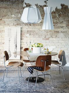 amazing Scandinavian Dining Room Design Ideas Brick Walls – Home Interior and Design Table And Chairs, Dining Chairs, Dining Table, Dining Set, Outdoor Dining, Dining Rooms, Sweet Home, Eames Chairs, Dining Room Design