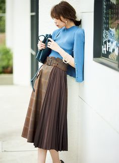 Skirts are a very popular mix all year round. Girls who learn to use skirts to change the overall proportion and create everyday wear must… Long Skirt Fashion, Fashion Pants, Fashion Outfits, Fashion Tips, Fashion Skirts, Casual Skirt Outfits, Dress Outfits, Dresses, Fashion 2018