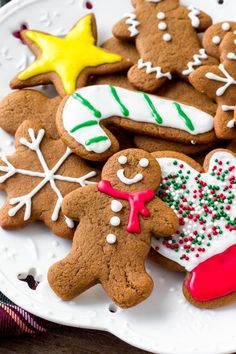 Gingerbreads: These soft gingerbread cookies are a must for the holidays. They're perfectly spiced with soft centers and the perfect gingerbread taste. The best gingerbread men I've ever tried! Ginger Molasses Cookies, Ginger Bread Cookies Recipe, Cookie Recipes, Icing For Gingerbread Cookies, Gingerbread Men, Christmas Desserts, Christmas Baking, Christmas Foods, Christmas Activities