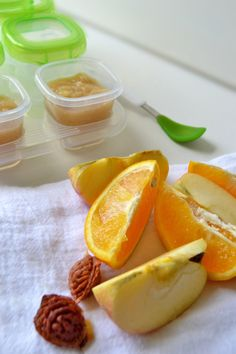 Spice up your baby's #FirstBites with Spiced Peach Applesauce by @grownandhealthy