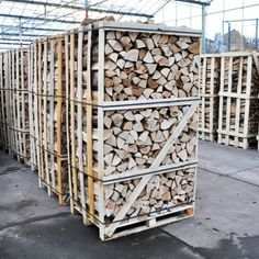 http://www.haardhout.nl/product/hele-pallet-essenhout/ - Pallet essenhout komt overeen met circa 2m3 gestapeld openhaardhout.  Samenstelling: Ovengedroogd haardhout essenhout.
