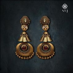 Behold these earrings with a pristine aura brought to you by the house of Latest Earrings Design, Jewelry Design Earrings, Gold Earrings Designs, Designer Earrings, Pendant Jewelry, Antique Jewellery Designs, Fancy Jewellery, Gold Jewellery Design, Gold Jhumka Earrings