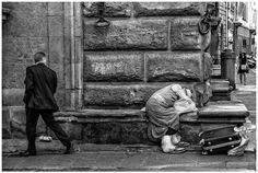 "ph. © Renzo Baggiani - ""Un giorno dopo l'altro"" Ph, Black And White, Street, Painting, Fictional Characters, 21st Century, Fotografia, Black White, Black N White"