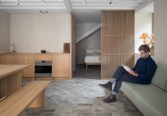 Porteous' Studio is a simple, architect designed holiday home in Edinburgh. Design studio Izat Arundell has converted a former blacksmith's workshop in Design Studio, Small Apartments, Small Spaces, Edinburgh, Beton Design, Garage Remodel, Kitchen Remodel, Boutique Homes, Architect Design