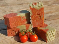 Cold Process soap with Tomato • Olive Oil ( 50 % and 50 % of Helichrysum oleolito Basil ) • Coconut oil • Lard • Corn Oil flavored with Ginger and Lemongrass • Sesame Oil • Beeswax • Sodium citrate • reduced Distilled water • Sodium Hydroxide superfat 9% • Tomato sauce with sat and Basil • cosmetic minerals Micas Scented with a blend of essential oils Ginger, 31 Oil, Lemon, Litsea Cubeba, Patchouli . Prod. Saturday, August 27, 2016 (2 days After phase Last Quarter Moon)