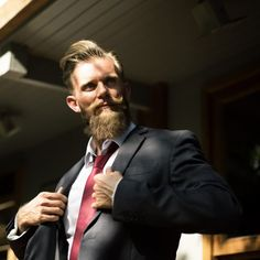 It is very confusing for so many beard lovers to choose beard oil or balm. Here, we describe all about beard oil vs balm that can help. Argan Oil For Beard, Beard Oil, Beard Maintenance, Macho Alfa, Leadership Qualities, Beard Grooming, Grooming Kit, Beard Care, Beard Growth