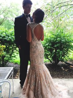 Pretty things & lovely words : photo prom couples in Prom Pictures Couples, Homecoming Pictures, Prom Couples, Prom Photos, Prom Pics, Couple Pictures, Teen Couples, Family Pictures, Pretty Prom Dresses