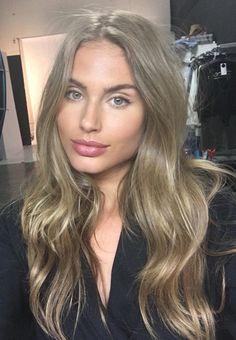 ❤️ Pinterest: DEBORAHPRAHA ❤️ honey blonde hair color with soft waves hair style